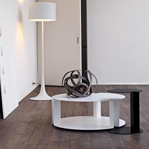 Dwupoziomowy stolik kawowy Nix. Fot. B&B Italia.