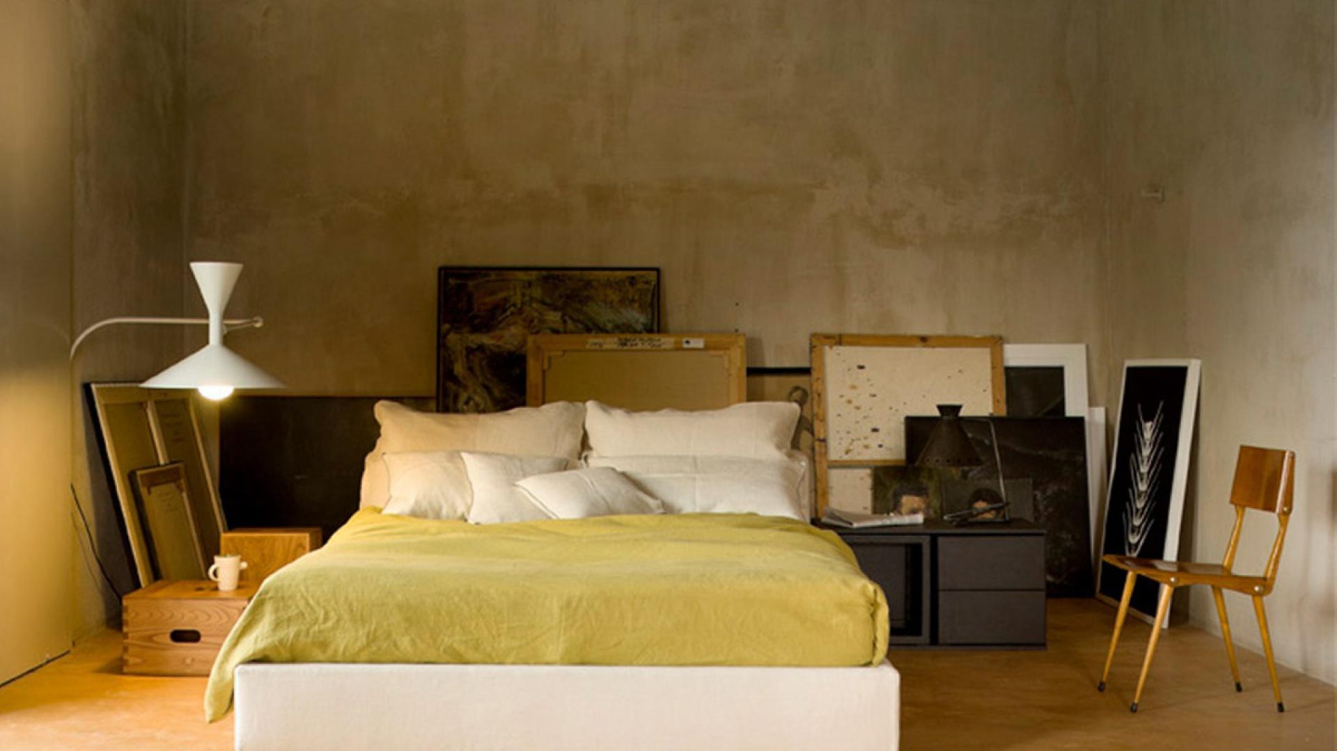 Łóżko Mex L33 / L34 powstało przy współpracy z marką Cassina. Proste linie tworzą ponadczasową formę. Łóżko dostępne w wielu kolorach i jako jedno z niewielu jako jedno z niewielu projektów artysty może posiadać pojemnik na pościel. Fot. Cassina.