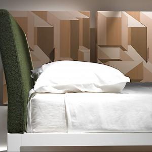 Piero Lissoni przywiązują wielką wagę do detali. Na zdjęciu lekko pochylony zagłówek łóżka D.Blue,który zapewnia wygodne oparacie. Fot. Porro.