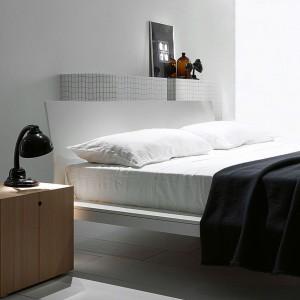Offshore to łóżko dostępne w 14 rozmiarach. Uwagę przyciąga profilowany, gładki zagłówek. Fot. Porro.