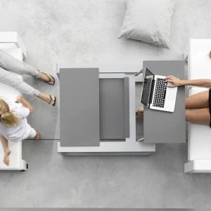 Kama Meridian marki Ego Paris z trzema wygodnymi poduszkami, które można dowolnie układać. Wykończenie aluminium i teak. Fot. Ego Paris.
