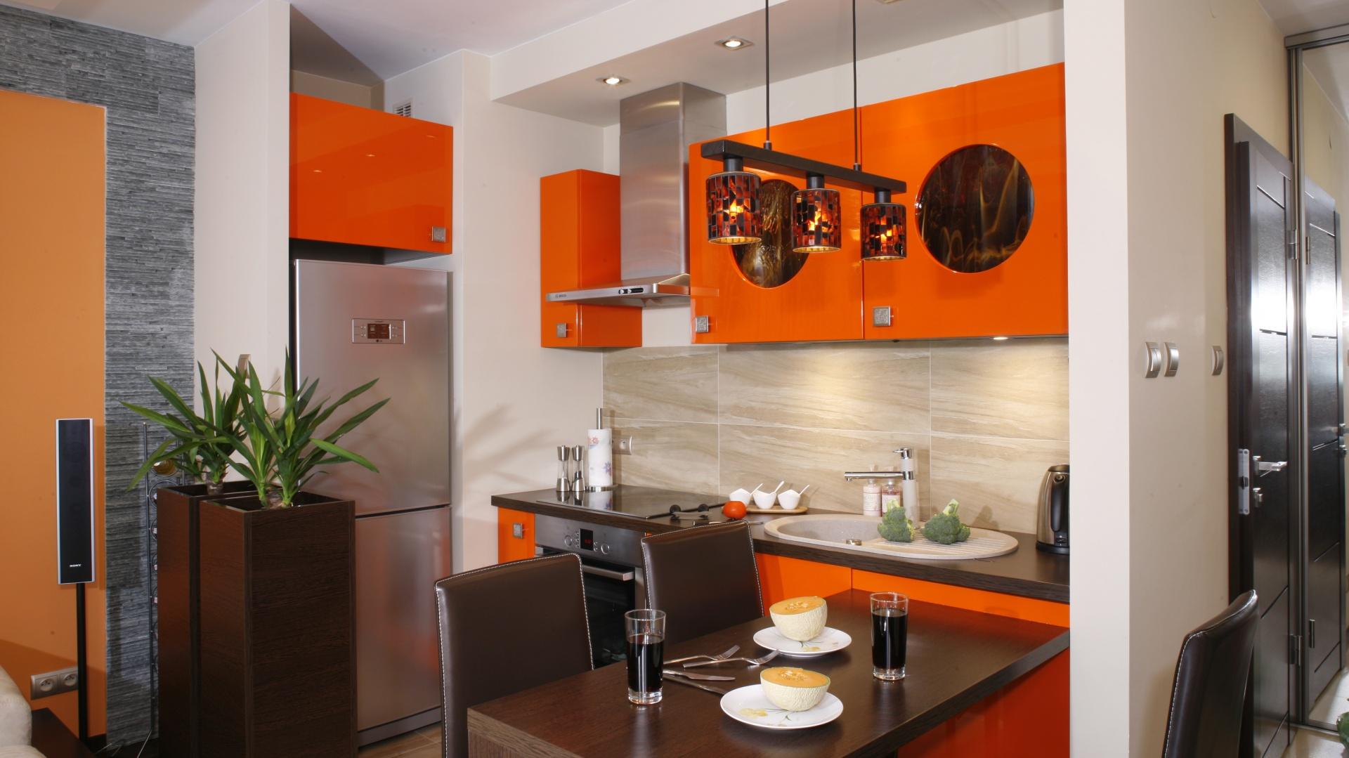 Najmocniejszy akcent Kuchnia z odrobiną pomarańczy   -> Kuchnia Kolor Sufitu
