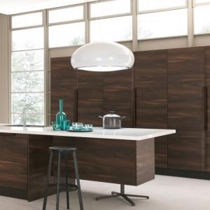 Nowoczesne meble kuchenne Chantal Marki Febal Casa łączą prostotę formy z wyrafinowaną grą struktury i koloru. Fot. Febal Casa.