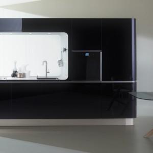 Kuchnia Liquida Fram marki Veneta Cucina to bardzo praktyczny model, pozwalający na optymalne wykorzystanie przestrzeni. Fot. Veneta Cucina.