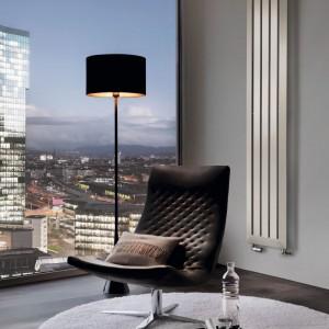 Kaloryfer Cosmopolitan marki Runtal najlepiej pasuje do nowoczesnej, minimalistycznej aranżacji. Fot. Runtal.