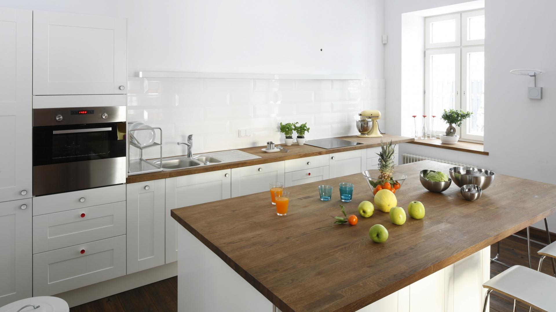 Кухни без навесных шкафов.