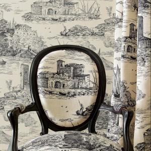 Misterne szkice zdobią tapety z serii klasycznej Manuel Canovas. Fot. Colefax and Fovler.