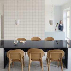 Tapeta z kolekcji zaprojektowanej przez Claesson Koivisto Rune dla marki Engblad&Co. Inspirowana architekturą, formą i geometrią. Idealna do nowoczesnej kuchni otwartej na salon.
