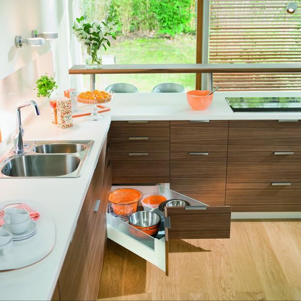Przechowywanie w małej kuchni. 10 sprytnych pomysłów na organizację niewielkiej przestrzeni