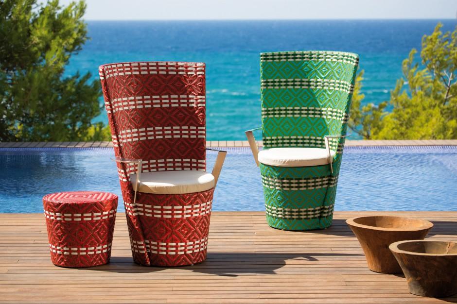 Wyplatane krzesła ogrodowe z wysokim oparciem Icpalli marki Point dostępne w dwóch kolorach. Fot. Point.
