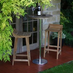 Stołek barowy marki Occa Home wykonane z drewna teakowego. Fot. Occa Home.