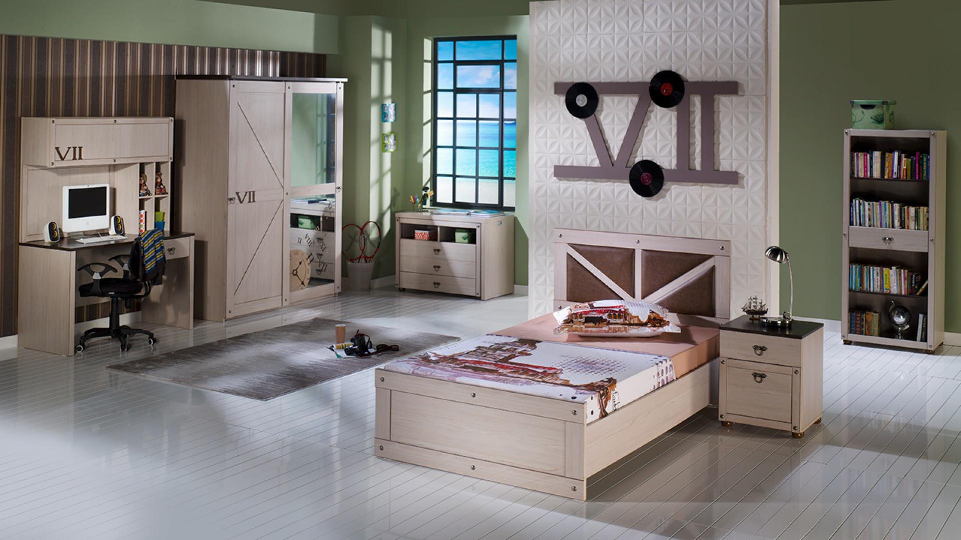 Ściany w kolorze zielonej oliwki stanowią idealne tło dla młodzieżowych mebli z jasnego drewna. Fot. Istikbal.