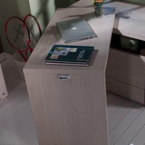 W niektórych sytuacja bywa wykorzystywana jako stolik gościnny czy niewielkie biurko. Fot. Istikbal.