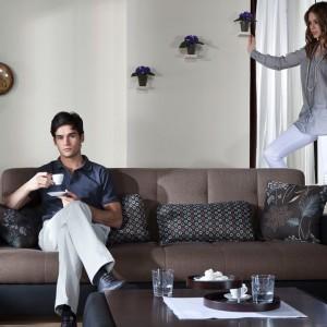 Elegancka sofa Family z wygodnym oparciem i podłokietnikami. Fot. Istikbal.