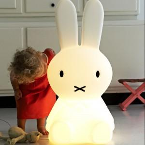 80-centymetrowa lampa Miffy marki Mr Maria w rozmiarze XL. Fot. Mr Maria.