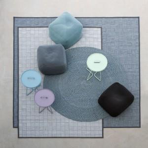Kolekcja dywanów ogrodowych marki Cane Line. Do wyboru kwadratowe, prostokątne lub okrągłe modele w stonowanych kolorach. Fot. Cane Line.