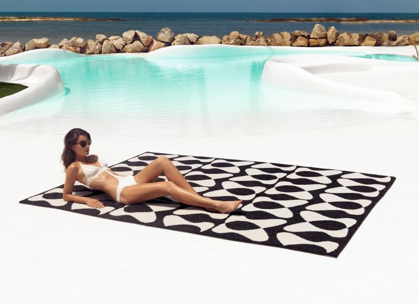 Niezwykle oryginalny i efektowny dywan do ogrodu You&Me marki Vendom zaprojektowany przez samego Karima Rashida. Fot. Vendom.