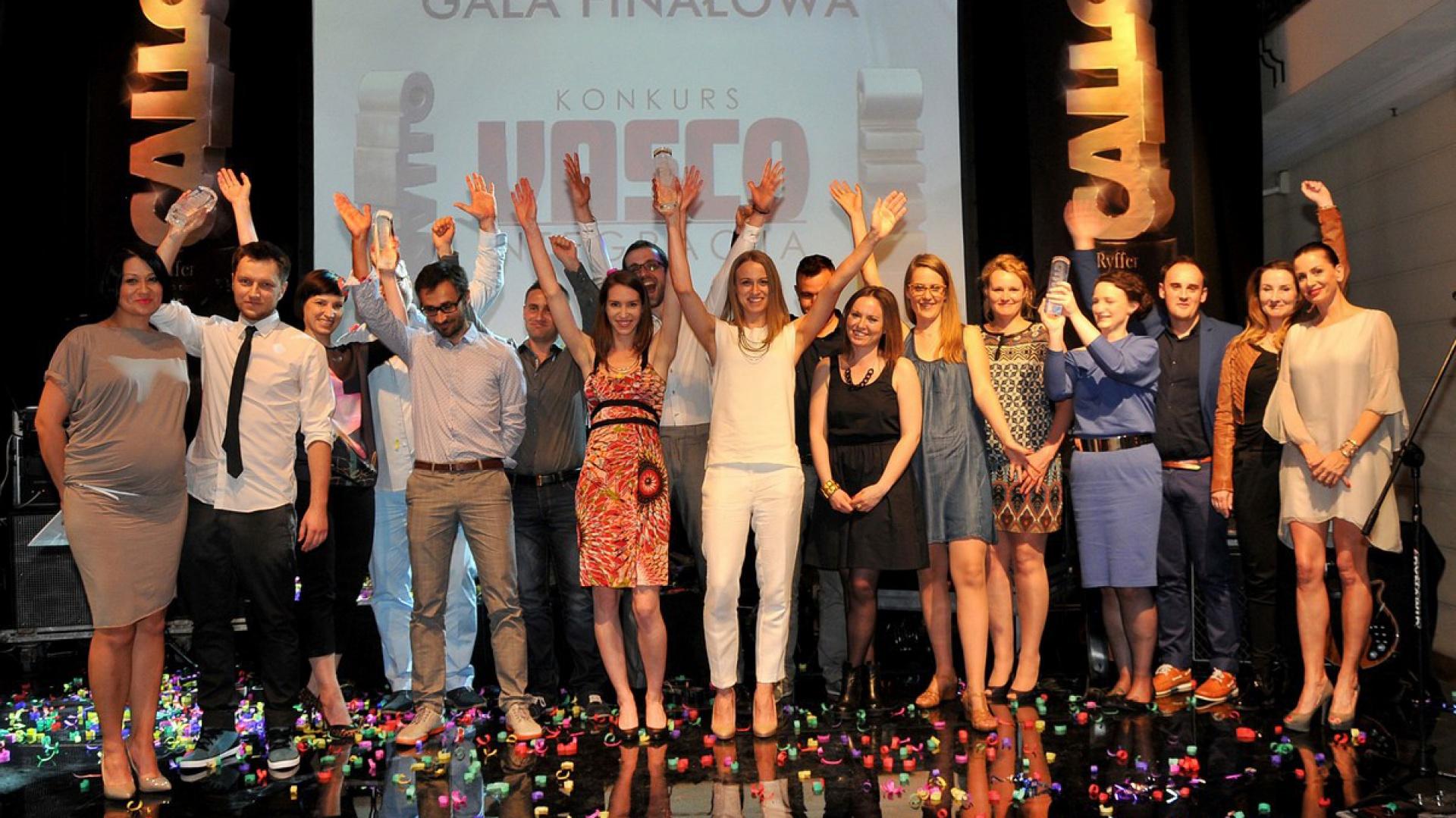Wszyscy nagrodzeni w czasie gali finałowej Vasco Integracja, która odbyła się 24 maja 2014 r. w Warszawie. Fot. materiały Vasco.