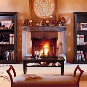 urok klasycznego wnętrza podkreślą elegancki bibeloty z drewna. Fot. Tonin Casa.