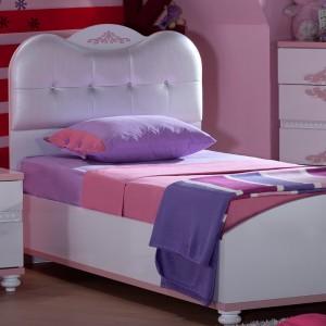 Tapicerowany zagłówek sprawia, że dziecięce łóżko zyskuje książęcy charakter. Fot. Istikbal.