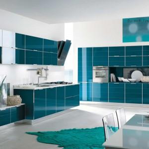 Brillant to jeden z modeli nowej linii mebli kuchennych marki Stosa Cucina - System Look. Wyróżnia go wykorzystanie szkła - materiału, który dodaje lekkości i elegancji. Fot. Stosa Cucina.
