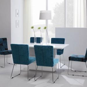 Tapicerowane krzesło Clark z kolekcji Cocktail&Design. Stalowe, błyszczące rusztowanie, na którym umieszczono siedzisko, stanowi ozdobę mebla oraz jego stabilne oparcie. Tapicerowane elementy dają nieograniczone możliwości aranżacyjne. Dostępne również w wersji z podłokietnikiem. Od 1.540 zł, Sits.