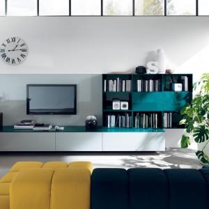 Kuchnię od salonu można oddzielić za pomocą długiej szafki w innym kolorze. Fot. Scavolini.