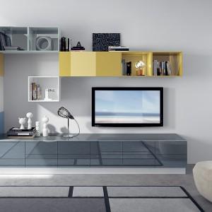 Przedłużeniem nowoczesnej, kolorowej meblościanki są szafki kuchenne. Fot. Scavolini.