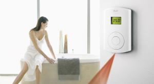 To temperatura w dużym stopniu decyduje o tym, że korzystanie z łazienki jest przyjemnością. Co zapewnia większy komfort cieplny – grzejnik, tzw. podłogówka, czy może połączenie obu sposobów ogrzewania?