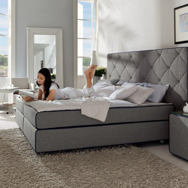 Pikowany, tapicerowany zagłówek: 12 modnych łóżek