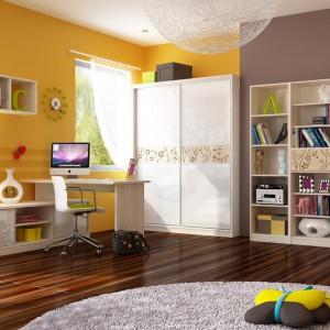Żółte ściany sprawią, że wnętrze stanie się jasne i radosne. Będą też dobrym tłem dla jasnych mebli. Fot. Meblik.