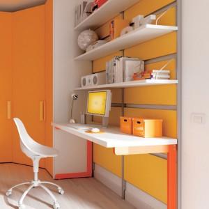 Żółte panele na ścianie przy biurku korzystnie oddziałują na pamięć ucznia. Fot. Moretti Compact.