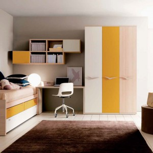 Żółte fronty sprawiają, że meble dla nastolatki stają bardziej dekoracyjne. Fot. Doimo Cityline.