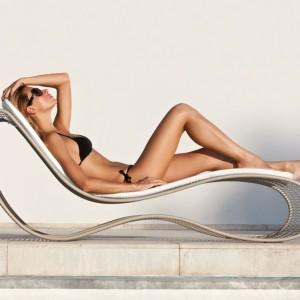 Leżak o organicznej formie Breez. Projekt dla włoskiej marki Talenti. Idealnie dopasowuje się do kobiecej sylwetki.