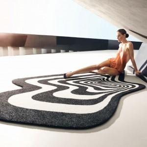 Dedykowany na zewnątrz dywan Twist&Shout zaprojektowany dla marki Vondom.