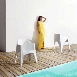 Krzesła Voxel marki Vondom o surowych kształtach przypominających szlifowane brylanty. Nowość 2014.