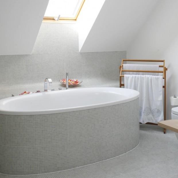Salon kąpielowy pod skosami – idealny do romantycznych kąpieli