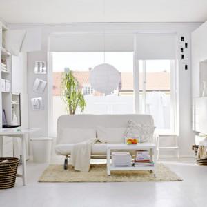Propozycja marki IKEA - pokój dzienny cały w bieli. Fot IKEA.