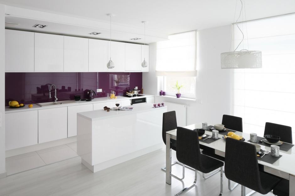 Kolor fioletowy zastosowany Wygodna kuchnia Pomysły   -> Kuchnia Biala Szafki Do Sufitu