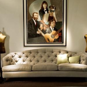 Stylizowana na XIX-wieczny mebel sofa Berenice marki Softhouse - Novitŕ była hitem na targach Salone del Mobile 2014. Fot. Fabio Luciani.