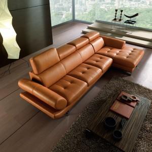 Nowoczesna skórzana sofa Vivace w kolorze toffi. Fot. Maxdivani.