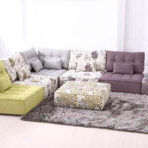 Dzięki różnym kolorom tapicerki pikowaną sofę można wykorzystać również jako oryginalne fotele. Fot. Circulo Muebles.