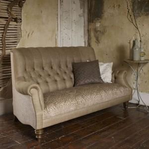 Klasyczna, pikowana sofa w oryginalnej formie. Fot. Linwood.