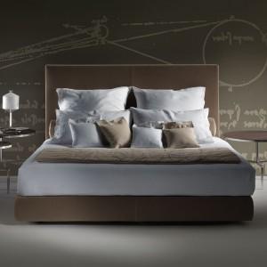 Tapicerowane łóżko Eden o doskonale wyważonych proporcjach . Fot.Flexform.