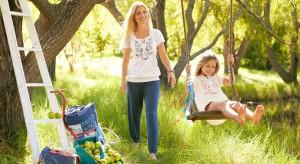 Huśtawka w ogrodzie to doskonały sposób na letni wypoczynek. Zapewni ona wiele frajdy nie tylko dla dzieci. Nie ważne ile masz, liczy się jak dobrze umiesz się bawić!
