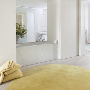 Jasnożółty dywan z kolekcji Aria marki Casalis. Fot. Casalis.