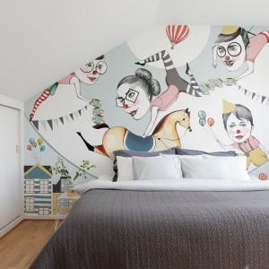 Tapeta Family Fun z kolorowymi, cyrkowymi motywami z kolekcji Interaction. Proj.Adelina Mehmeti.Fot.Mr Perswall.