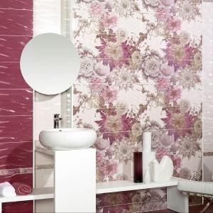 Płytki szkliwione ścienne i podłogowe z kolekcji Siena Ondas marki Alcor dostępne także z pięknym kwiatowym dekorem. Fot. Alcor.