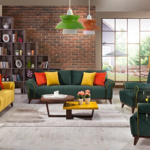 Słoneczna, żółta sofa - w połączeniu z kolorowymi poduszkami - spektakularnie ożywia pokój dzienny. Fot. Istikbal