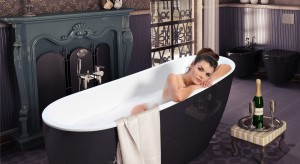 Wanna na lwich nóżkach, dekoracyjne płytki ścienne oraz stylowe komody przeznaczone pod umywalkę. Zobaczcie, czy łazienka w płacowym stylu może zachwycać?